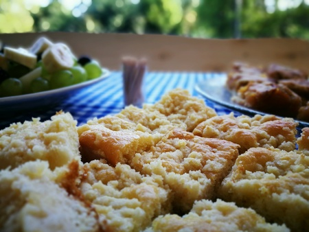 levadura: Torta de levadura con la migaja y las pasas.