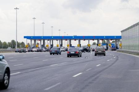 autopista: puerta con las barreras de peaje en la autopista