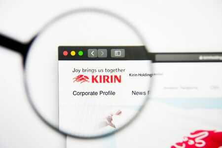 Los Angeles, California, USA - 28 February 2019: Kirin Holdings website homepage. Kirin Holdings logo visible on display screen, Illustrative Editorial 新聞圖片
