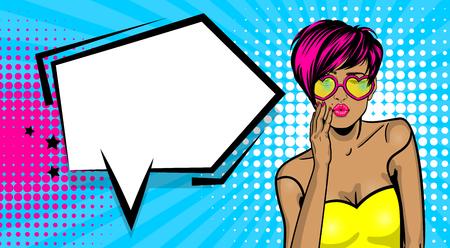 Cartoon vintage poster, gekleurde witte kitch coole meisje hart zonnebril. Toespraak bubble komische tekst vector illustratie van de lettertype. Verkoop banner. Kiss sexy lippen lippenstift. WOW-gezicht in pop-artstijl. Stockfoto