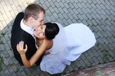 Gelukkige bruid en bruidegom op hun trouw dag Stockfoto