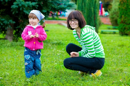 douther: Mother and douther in park