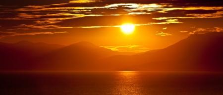 puesta de sol: Puesta de sol en el mar