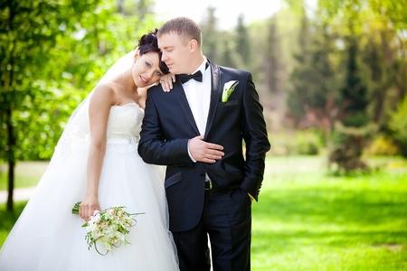 La novia y el novio en su día de la boda