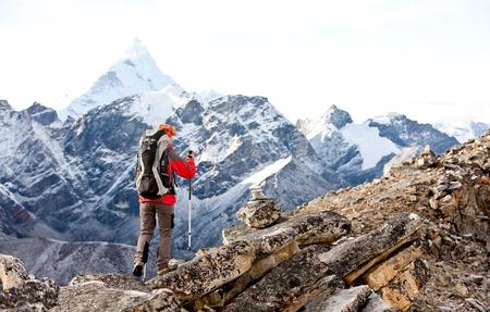 Wandelaar in Himalaya gebergte Stockfoto