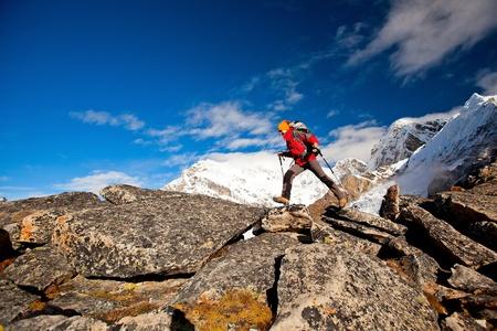 Wandelen in de Himalaya gebergte Stockfoto