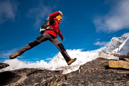Senderismo en las montañas del Himalaya