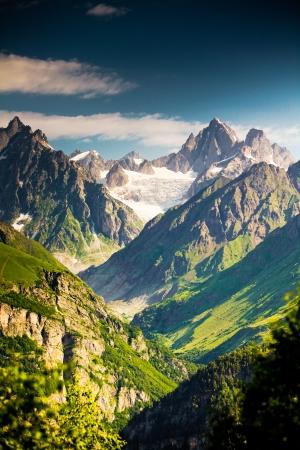 svaneti: Hermosa walley en las monta�as del C�ucaso, en el Alto Svaneti, Georgia