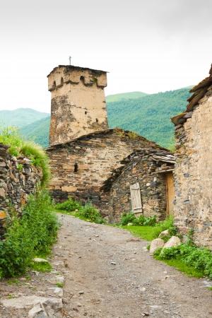 svan: Tradizionale casa svan nella regione Svaneti Superiore, Georgia.