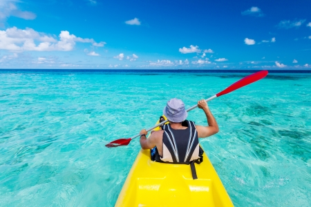 Young caucasian man kayaking in sea at Maldives  版權商用圖片