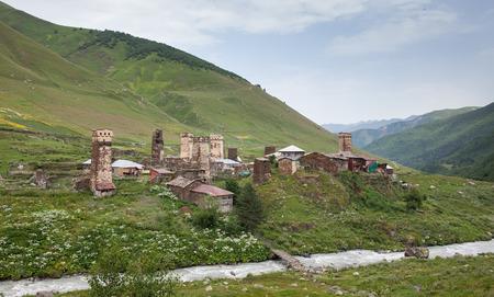 svaneti: Pueblo de monta�a de la regi�n de Svaneti en Georgia