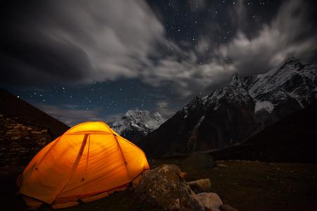 Melkachtige manier over camping tent Stockfoto