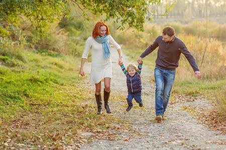 Jonge Aantrekkelijke ouders en kind Portret Stockfoto