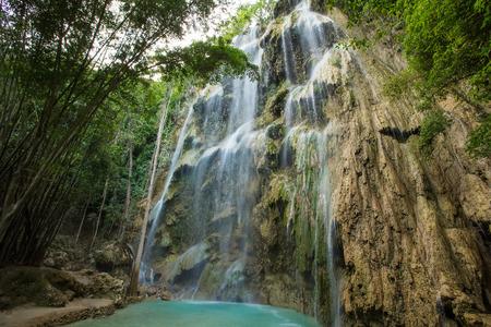 Een prachtige waterval in Cebu, Filippijnen.