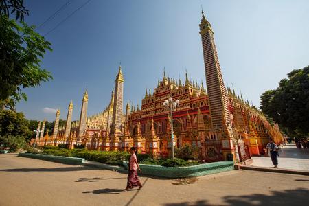 Thambuddhei Paya - Buddhist temple in Monywa, Myanmar Фото со стока - 45213953
