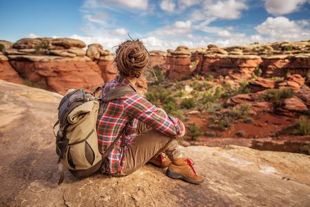 Hiker in Canyonlands National park, needles in the sky, in Utah, USA Zdjęcie Seryjne