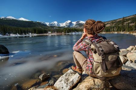 アメリカのロッキー山脈国立公園のハイカー 写真素材