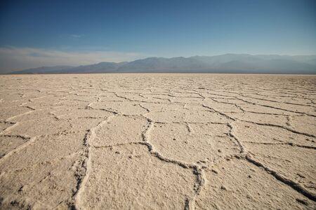 Vista lungo Badwater Road nel Parco Nazionale della Valle della Morte, California. Badlands, canyon