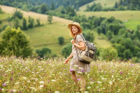 woman hiker enjoy the view at mountain 版權商用圖片