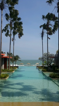 huahin: Endless pool by the sea in Huahin Thailand