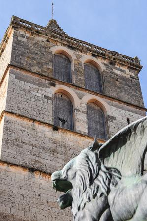 leon alado: alada figura cabeza de le�n en Trujillo, Espa�a Foto de archivo