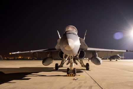 f 18: front view of the fighter F-18