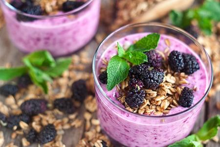 Mulberry smothie with homemade granola