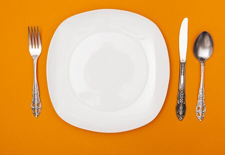 Empty dinner plate with fork and knife. Tableware, tableware layout.