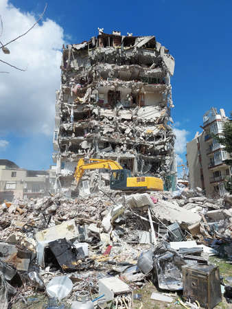 2020 earthquake in Izmir. In western Turkey on 30 October 2020, an earthquake of magnitude 6.9. The event lasted 45 seconds.