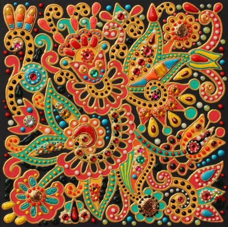 Authentique peinture à l'artisanat original à la main dans le style de karakoko traditionnelle ukrainienne, modèle de tapis de fleurs carré avec des pierres de bijoux Banque d'images - 38489672