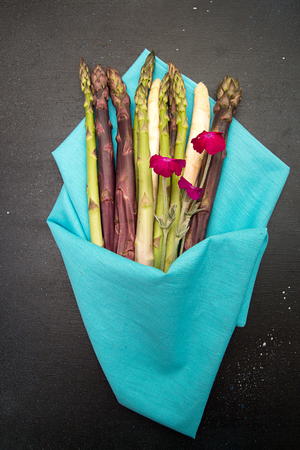 Set collection bouquet purple green white asparagus on black background. Vegetarian dieting organic healthy eating concept.  Flat lay. Overhead. 版權商用圖片