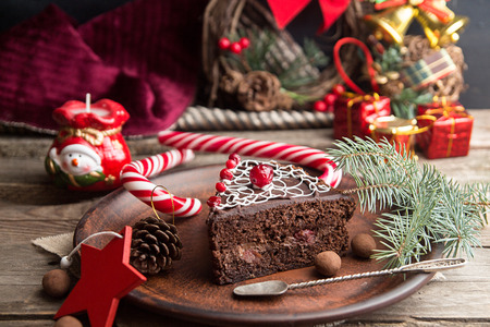 Slice of sweet chocolate cake for Christmas Eve. Christmas decoration. 版權商用圖片