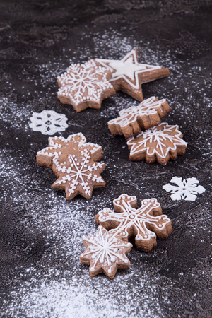 Christmas New Year background with gingerbread cookies. 版權商用圖片