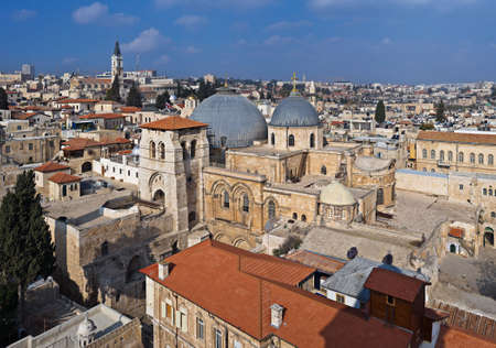 sepulcher: View over Church of the Holy Sepulcher (Church of the Resurrection) and surrounding houses, Old City of Jerusalem, Israel Stock Photo