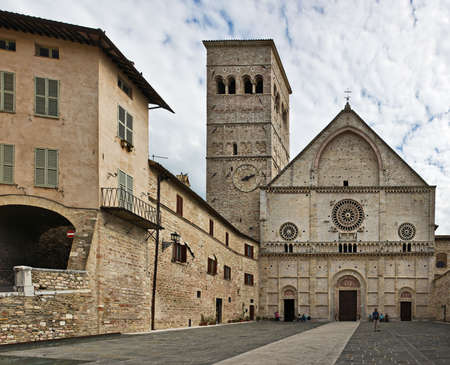 umbria: Piazza del Duomo and Cathedral of San Rufino, Assisi, Umbria, Italy Stock Photo
