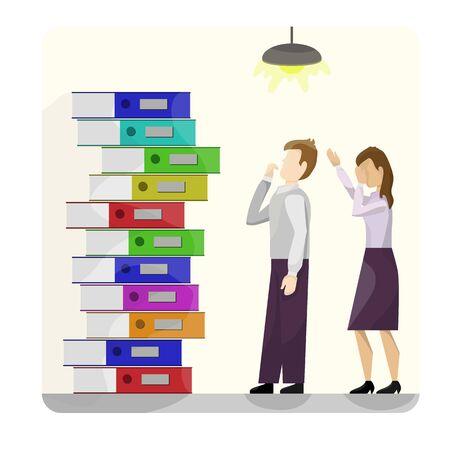 Ein Stapel bunter Kartonmappen neben zwei Arbeitern in Verzweiflung. Auf gelbem Hintergrund. Aus Schule, Büro, Arbeit Vektorgrafik