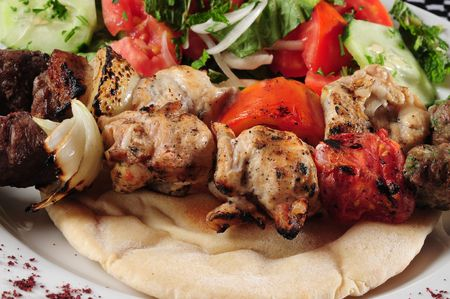 comida arabe: Mezcla de shish kebab. Foto de archivo