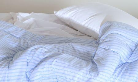 un: Un armed bed.
