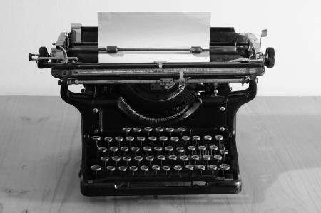 typewriter: Escritor de tipo antiguo. Foto de archivo