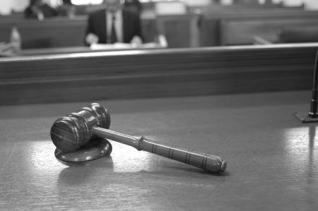 martillo juez: Sala de la Corte.
