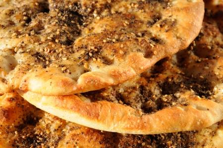 comida arabe: Pan al horno con zaatar desayuno árabe
