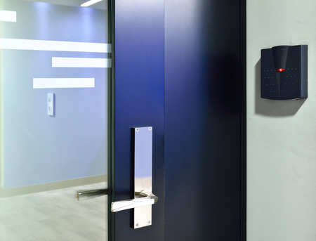 Door entrance with controled digital reader.