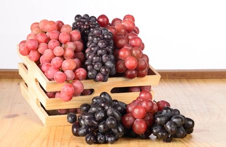 canastas con frutas: Uvas en una cesta