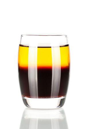 Colecci�n c�ctel de disparo: c�ctel de alcohol de cucaracha aislado sobre fondo blanco. Foto de archivo - 5956025