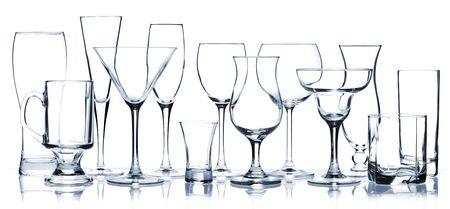 coctel margarita: Serie de vidrio - copas de cocktail todos aislados en blanco