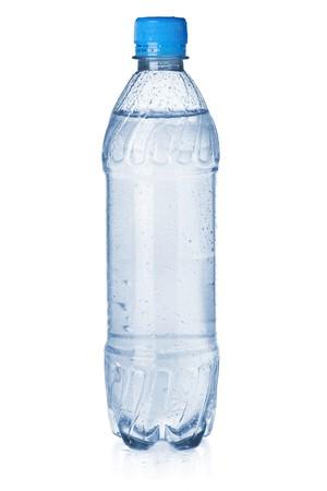 acqua di seltz: Piccola bottiglia di acqua di soda. Isolato su sfondo bianco
