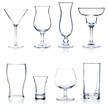 verre: Cocktail Collection de verre - hit parade des lunettes cocktails et vins. Isol� sur fond blanc  Banque d'images