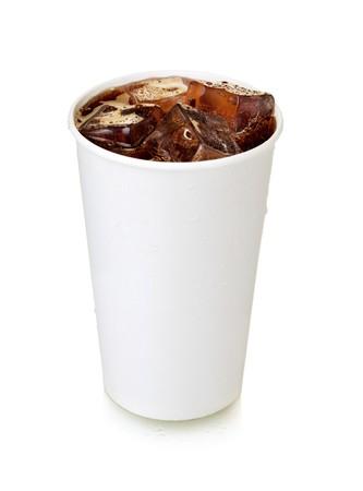 gaseosas: Cola de comida r�pida. Aislados en blanco