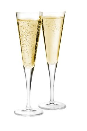 brindisi champagne: Due bicchieri di champagne. Isolato su sfondo bianco