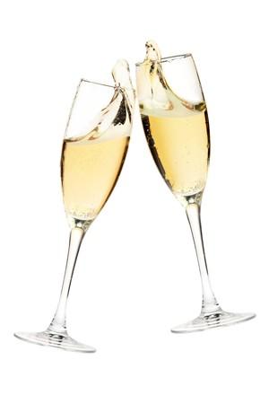 dwarsfluit: Cheers! Twee champagne glazen. Geïsoleerd op wit Stockfoto